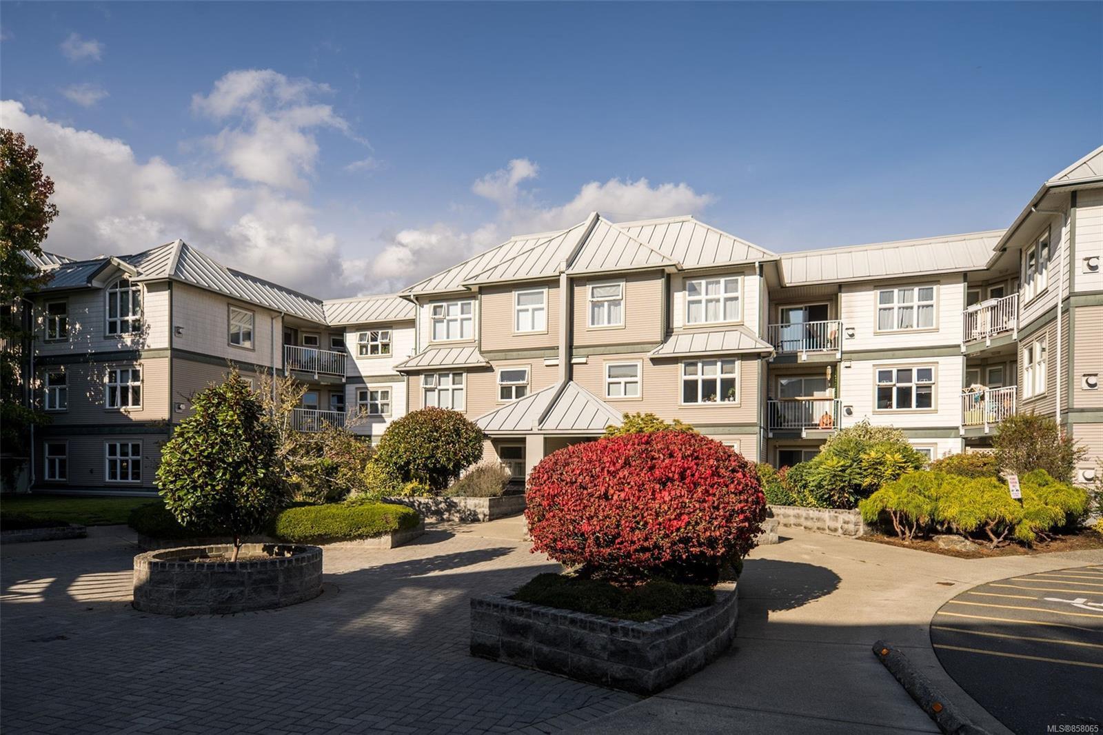 Main Photo: 106 3010 Washington Ave in : Vi Burnside Condo for sale (Victoria)  : MLS®# 858065