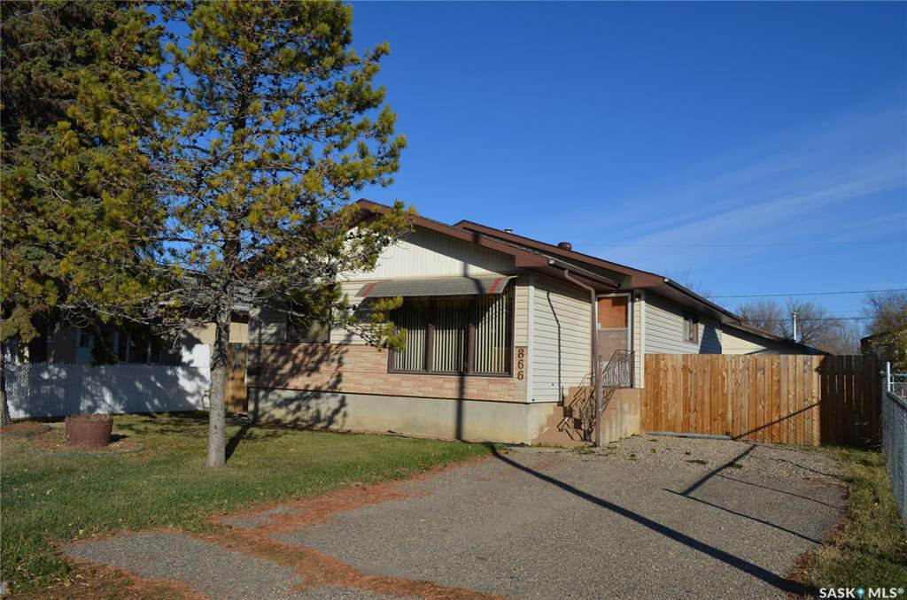 Main Photo: 866 16th Street West in Prince Albert: West Flat Residential for sale : MLS®# SK830689