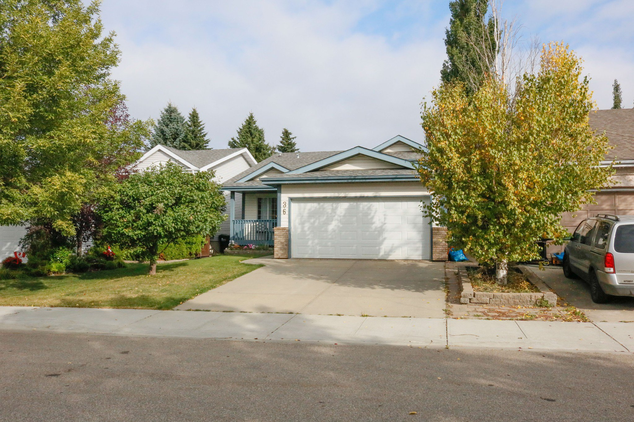 Main Photo: 36 Lilac Cr. in Sherwood Park: House for sale : MLS®# E4214947