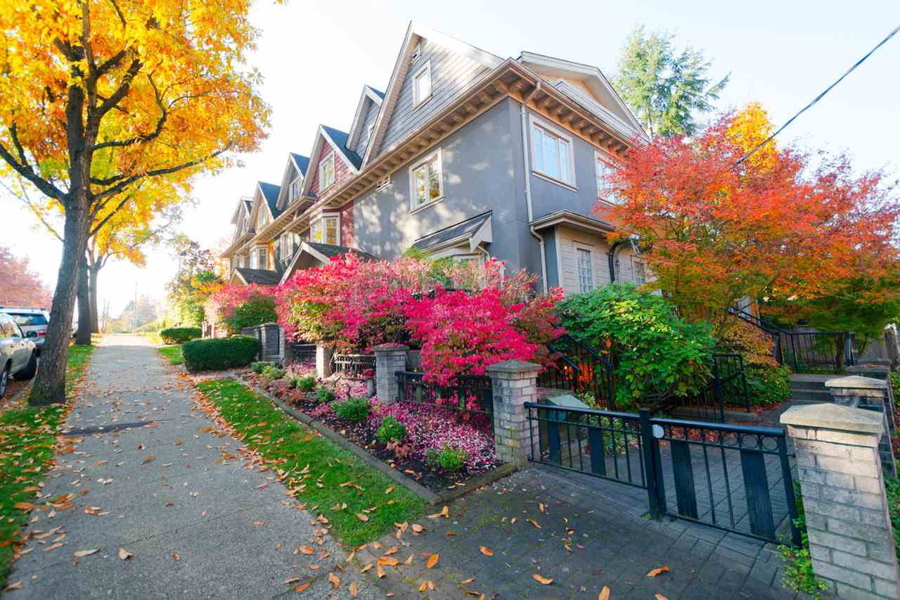 Main Photo: 2261 CAROLINA Street in Vancouver: Mount Pleasant VE Townhouse for sale (Vancouver East)  : MLS®# R2451625