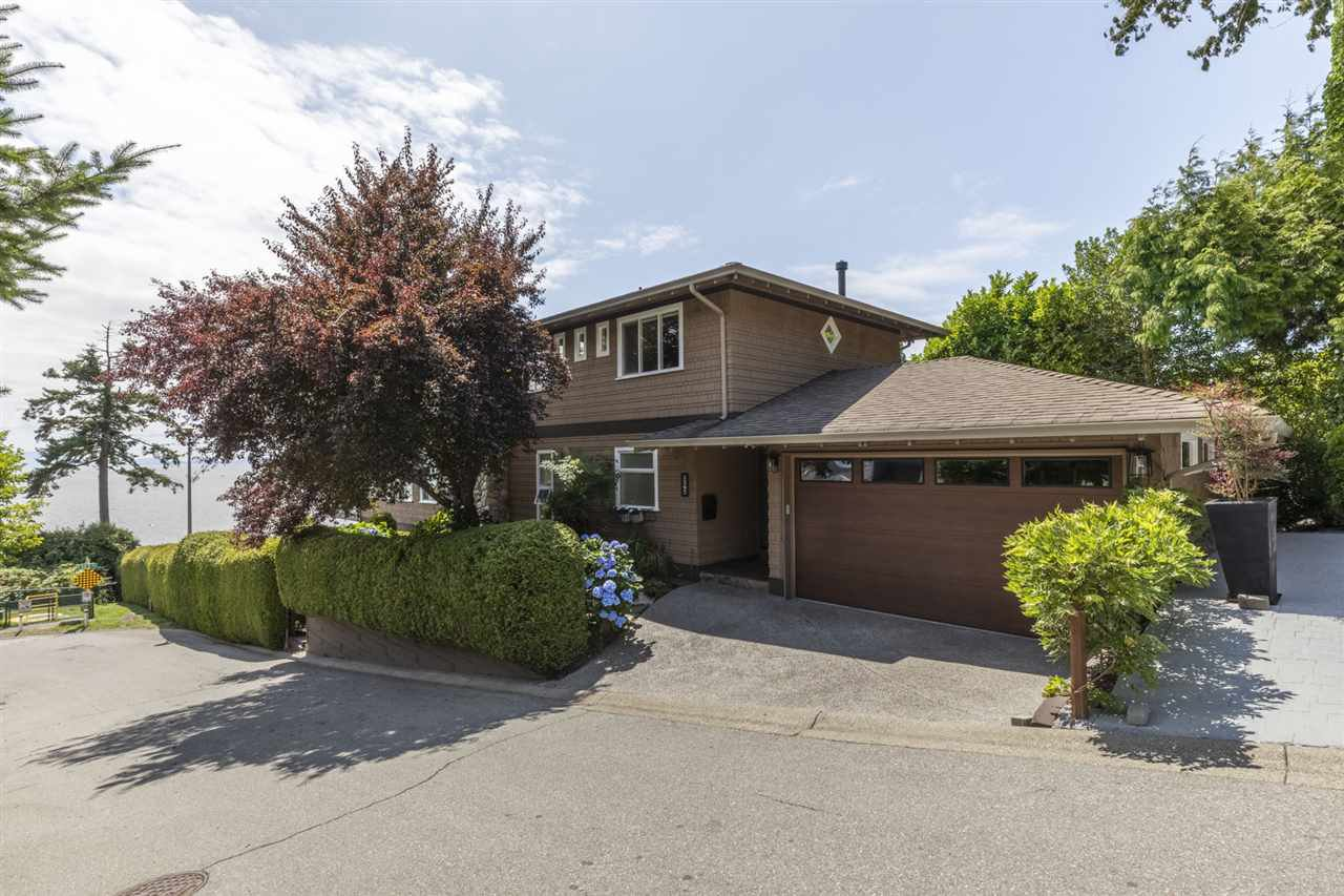"""Photo 26: Photos: 1297 132B Street in Surrey: Crescent Bch Ocean Pk. House for sale in """"WATERFRONT WITH BEACH ACCESS"""" (South Surrey White Rock)  : MLS®# R2478250"""