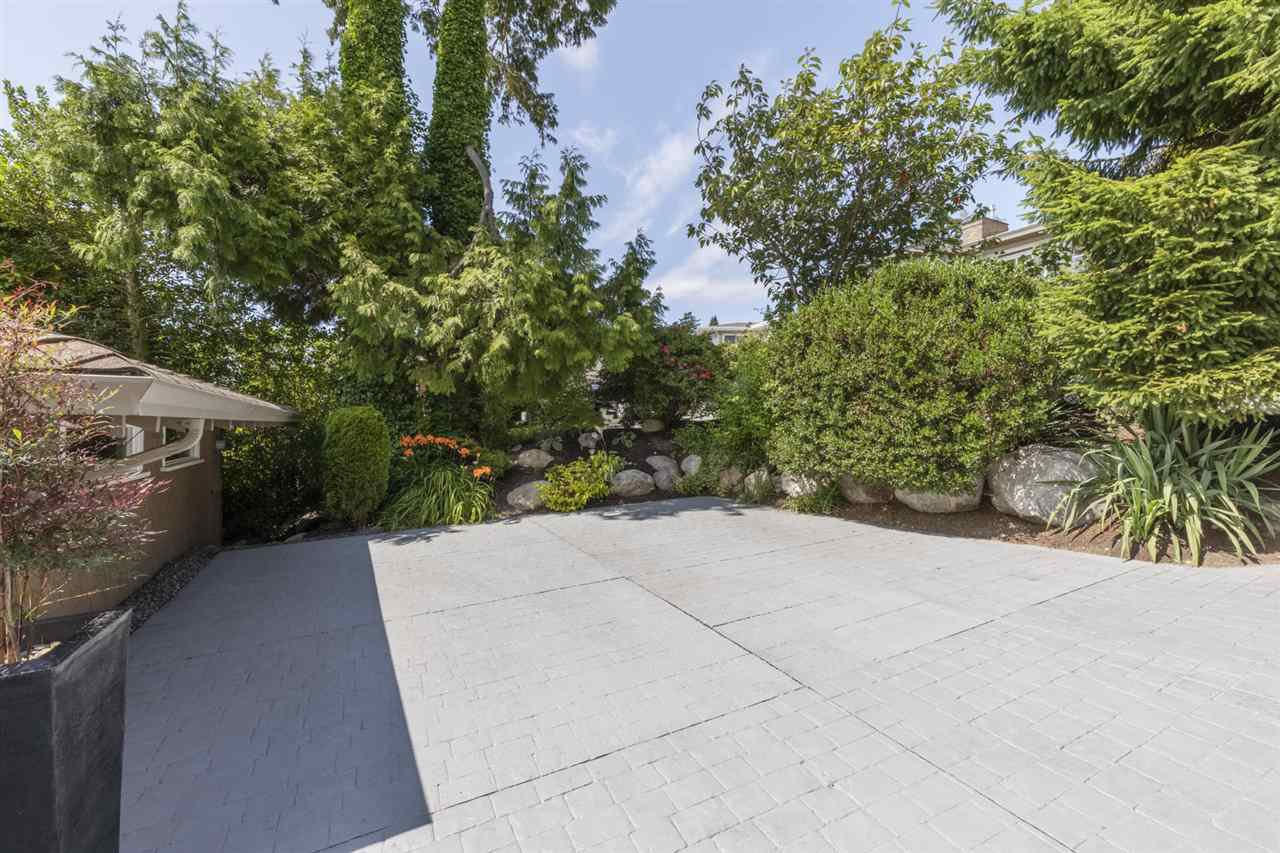 """Photo 27: Photos: 1297 132B Street in Surrey: Crescent Bch Ocean Pk. House for sale in """"WATERFRONT WITH BEACH ACCESS"""" (South Surrey White Rock)  : MLS®# R2478250"""