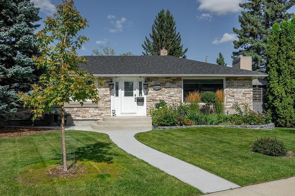 Main Photo: 2304 OSBORNE Crescent SW in Calgary: Richmond Detached for sale : MLS®# C4266606