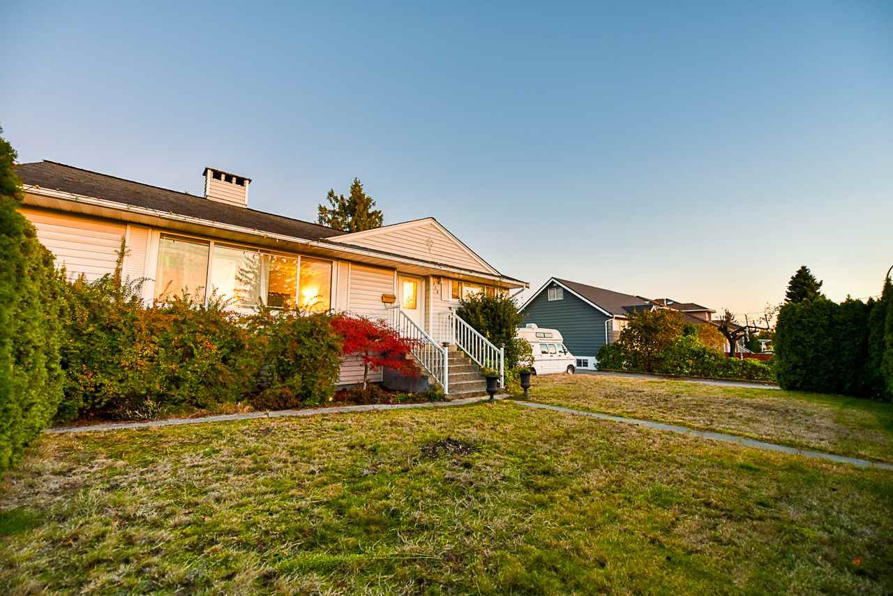 Main Photo: 313 MUNDY Street in Coquitlam: Coquitlam East House for sale : MLS®# R2416321