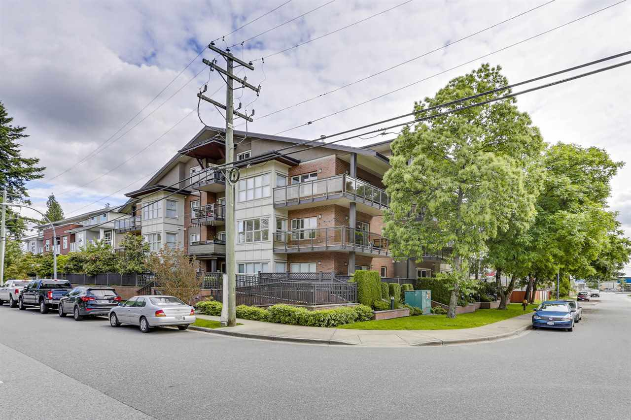 Main Photo: 203 1988 SUFFOLK AVENUE in Port Coquitlam: Glenwood PQ Condo for sale : MLS®# R2466503