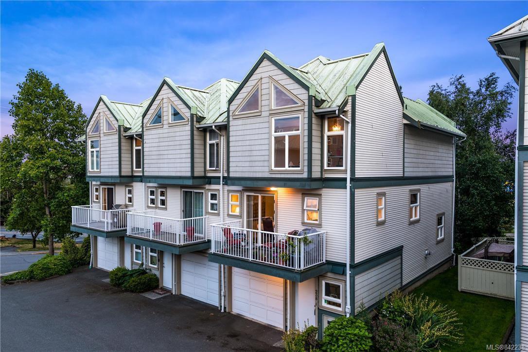 Main Photo: 238 E Gorge Rd in Victoria: Vi Burnside Row/Townhouse for sale : MLS®# 842238