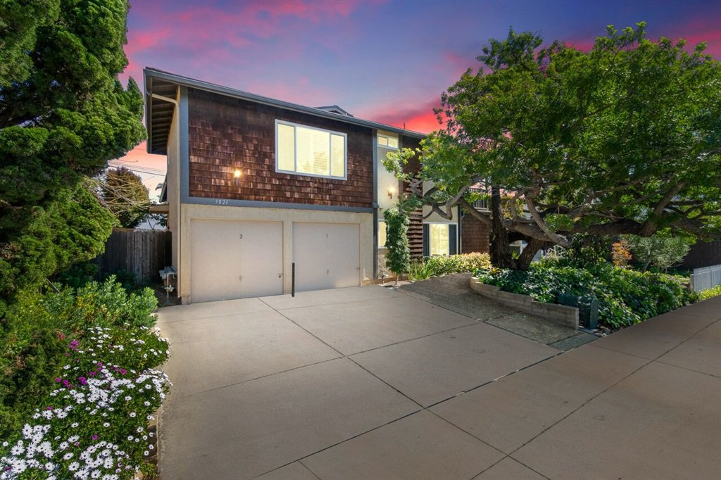 Main Photo: MISSION HILLS Townhome for sale : 2 bedrooms : 3821 Albatross Street #2 in San Diego