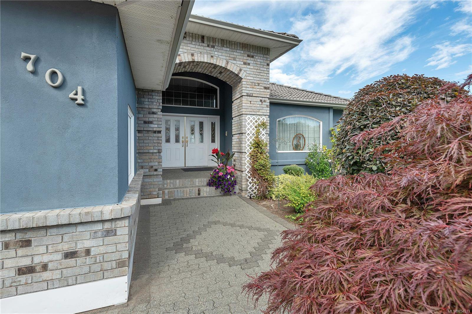 Main Photo: 704 Nelson Rd in : CR Willow Point Single Family Detached for sale (Campbell River)  : MLS®# 854533