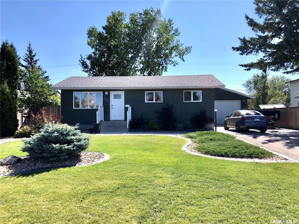 Main Photo: 221 20th Street in Battleford: Residential for sale : MLS®# SK824616