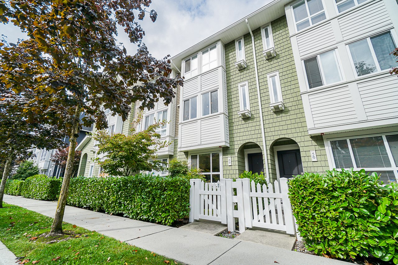 "Main Photo: 49 2418 AVON Place in Port Coquitlam: Riverwood Townhouse for sale in ""LINKS"" : MLS®# R2502288"