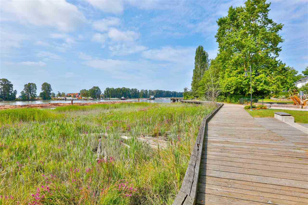 """Main Photo: 409 3289 RIVERWALK Avenue in Vancouver: South Marine Condo for sale in """"R&R"""" (Vancouver East)  : MLS®# R2485904"""