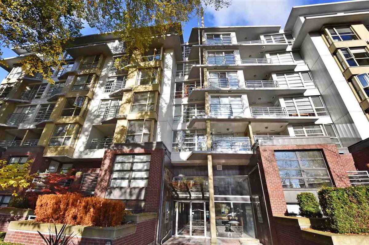 Main Photo: : Vancouver Condo for rent : MLS®# AR032B