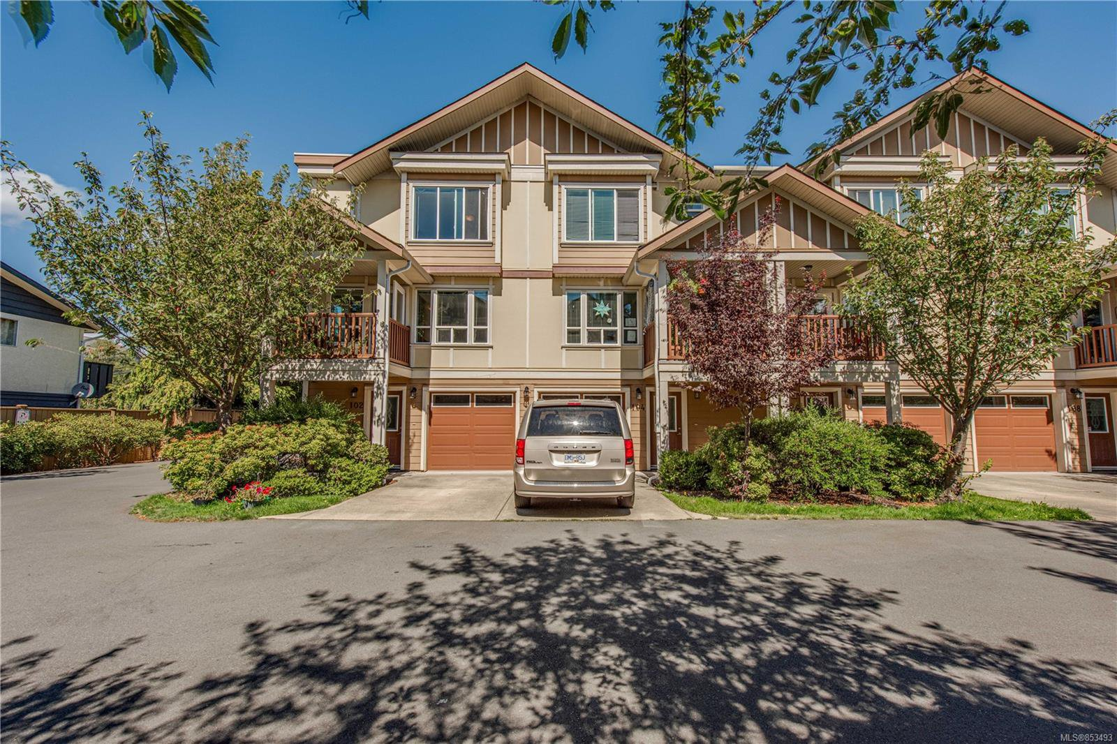 Main Photo: 102 827 Arncote Ave in : La Langford Proper Row/Townhouse for sale (Langford)  : MLS®# 853493