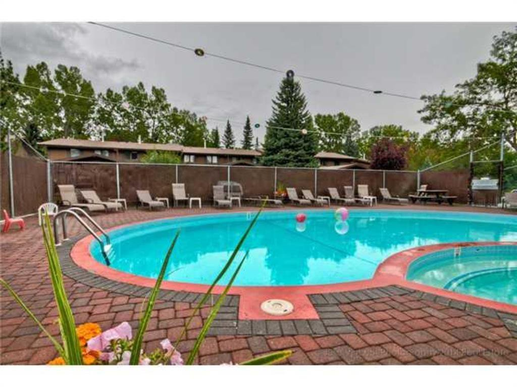 Main Photo: 75 10940 BONAVENTURE Drive SE in Calgary: Willow Park Row/Townhouse for sale : MLS®# A1031040