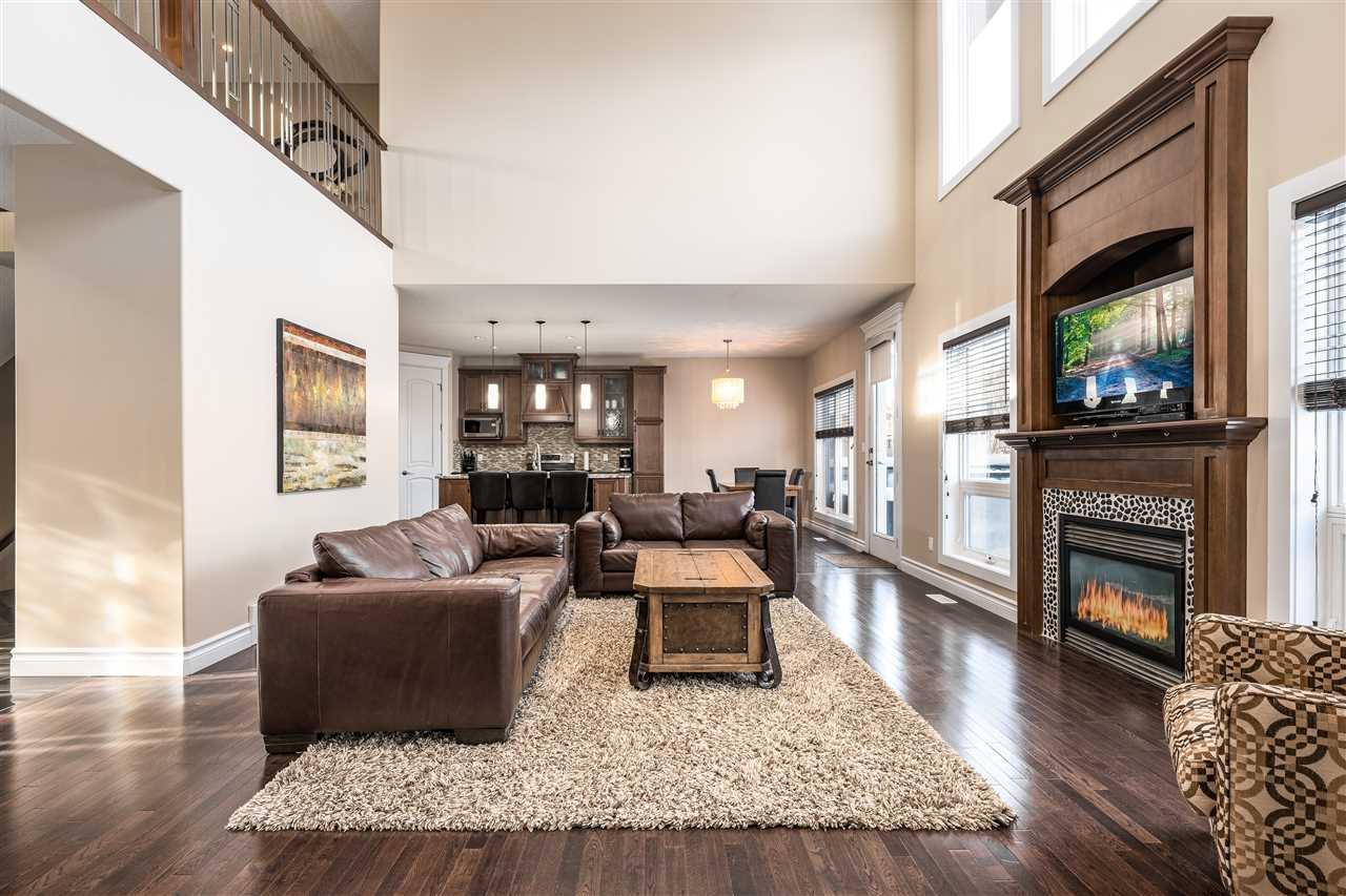 Main Photo: 5214 MULLEN Crest in Edmonton: Zone 14 House for sale : MLS®# E4187433