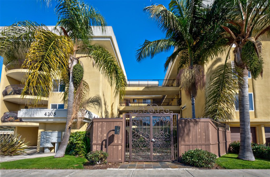 Main Photo: PACIFIC BEACH Condo for sale : 1 bedrooms : 4205 Lamont St #8 in SanDiego