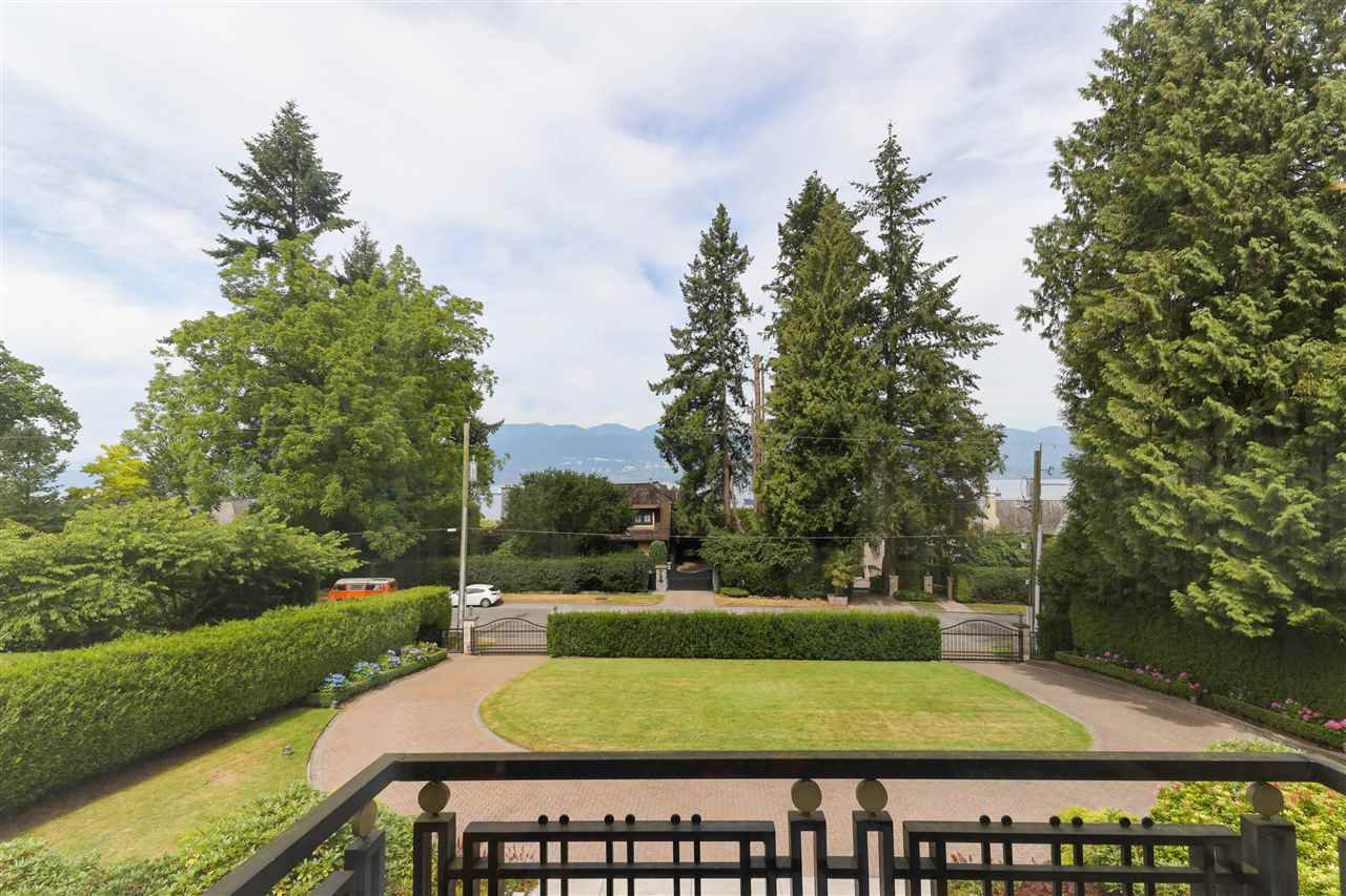 Photo 2: Photos: 4768 DRUMMOND Drive in Vancouver: Point Grey House for sale (Vancouver West)  : MLS®# R2480658