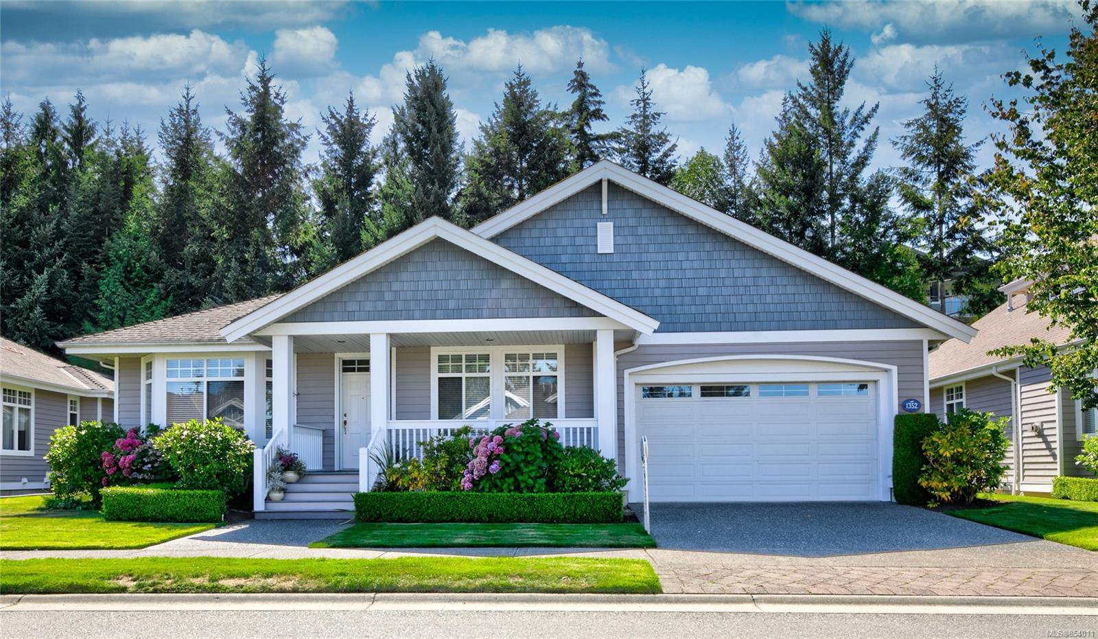 Main Photo: 1352 Gabriola Dr in : PQ Parksville Row/Townhouse for sale (Parksville/Qualicum)  : MLS®# 854011