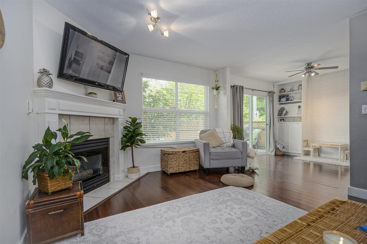 """Photo 4: Photos: 116 36060 OLD YALE Road in Abbotsford: Abbotsford East Townhouse for sale in """"Mountainview"""" : MLS®# R2454373"""