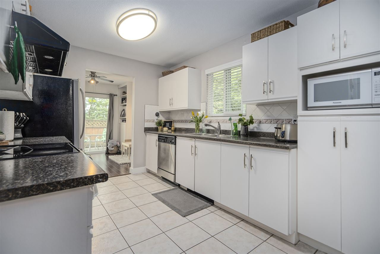 """Photo 12: Photos: 116 36060 OLD YALE Road in Abbotsford: Abbotsford East Townhouse for sale in """"Mountainview"""" : MLS®# R2454373"""