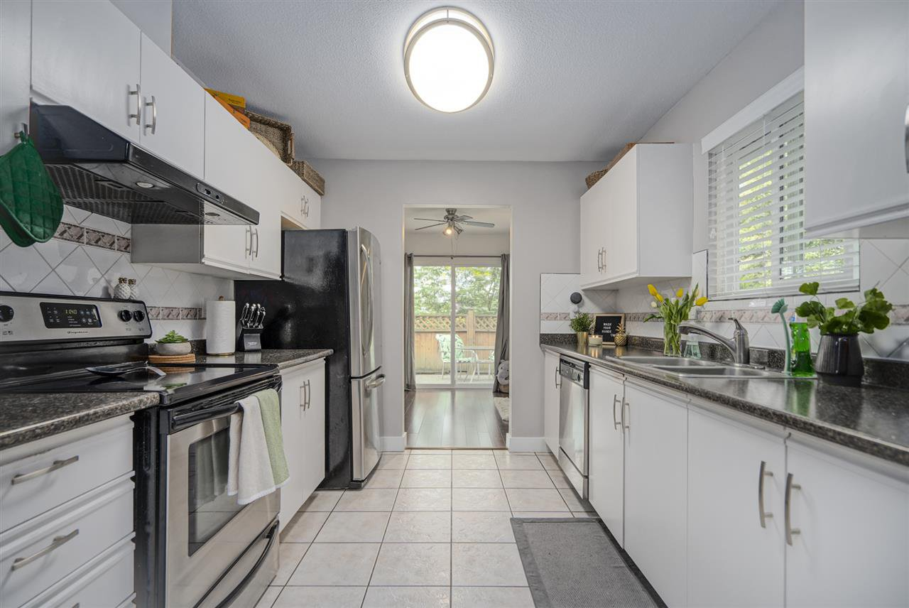 """Photo 11: Photos: 116 36060 OLD YALE Road in Abbotsford: Abbotsford East Townhouse for sale in """"Mountainview"""" : MLS®# R2454373"""