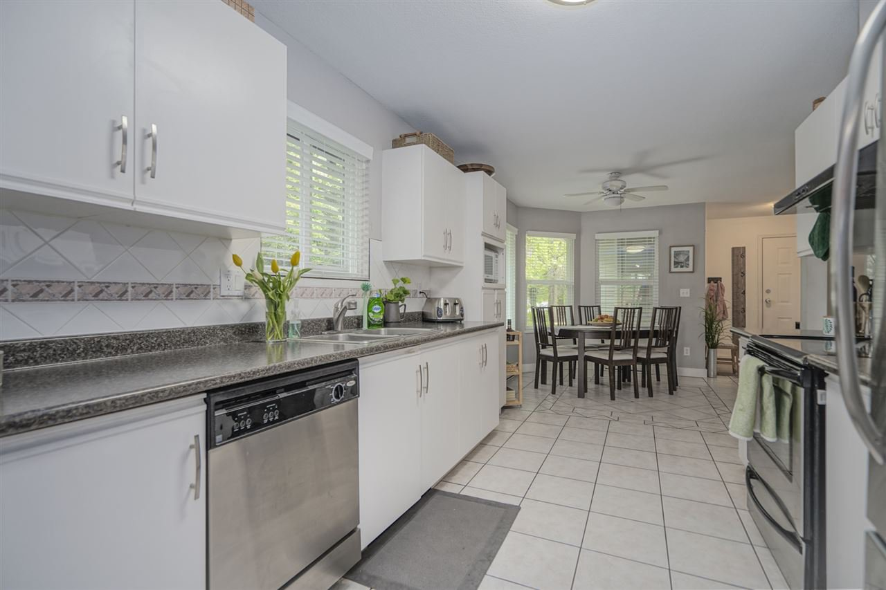 """Photo 10: Photos: 116 36060 OLD YALE Road in Abbotsford: Abbotsford East Townhouse for sale in """"Mountainview"""" : MLS®# R2454373"""