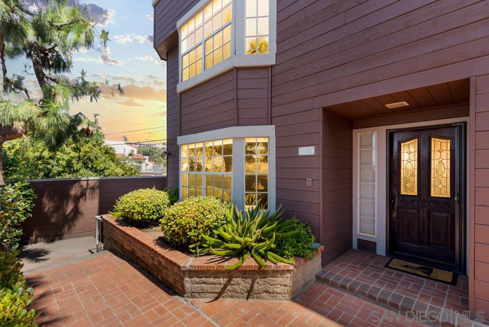 Main Photo: MISSION HILLS Townhome for sale : 2 bedrooms : 1806 MCKEE ST #A1 in San Diego