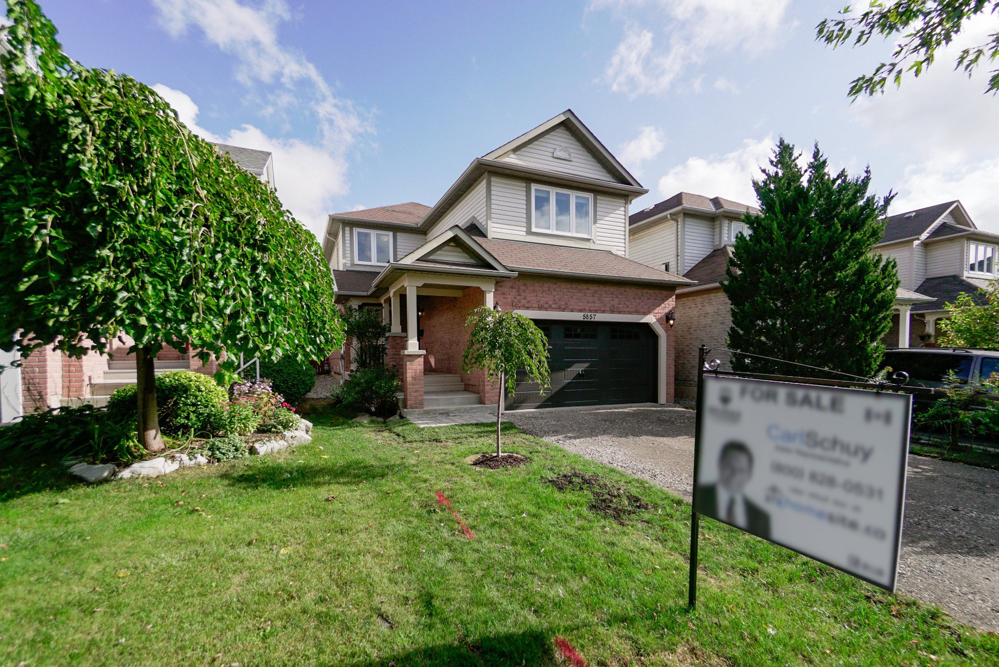 Main Photo: 5857 Dalebrook Crescent in Mississauga: Central Erin Mills House (2-Storey) for sale : MLS®# W4607333