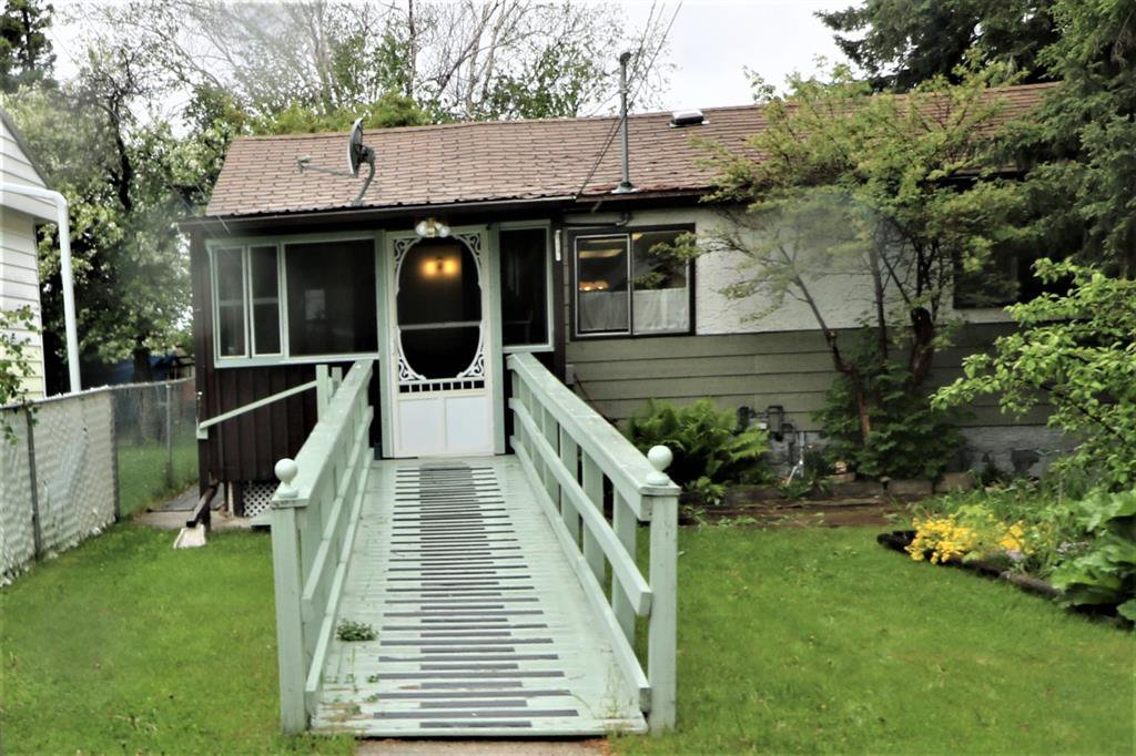 Main Photo: 5117 E 52 Street: Entwistle Residential for sale : MLS®# A1003430