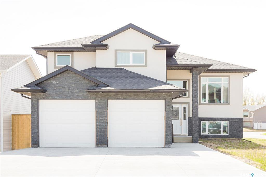 Main Photo: 3 Smiley Drive in Prince Albert: Crescent Acres Residential for sale : MLS®# SK813897