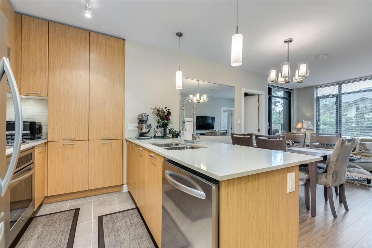 "Photo 10: Photos: 204 301 CAPILANO Road in Port Moody: Port Moody Centre Condo for sale in ""The Residences"" : MLS®# R2474301"