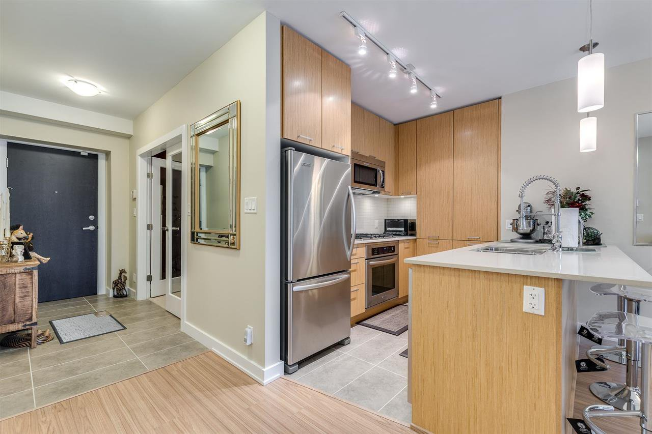 "Photo 12: Photos: 204 301 CAPILANO Road in Port Moody: Port Moody Centre Condo for sale in ""The Residences"" : MLS®# R2474301"