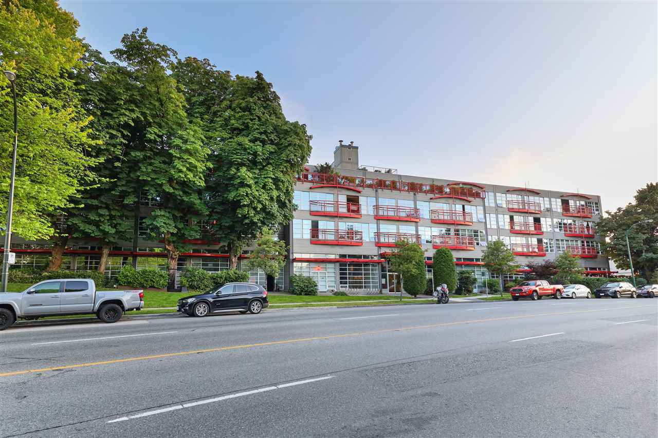 "Main Photo: 201 350 E 2ND Avenue in Vancouver: Mount Pleasant VE Condo for sale in ""MAINSPACE"" (Vancouver East)  : MLS®# R2478399"