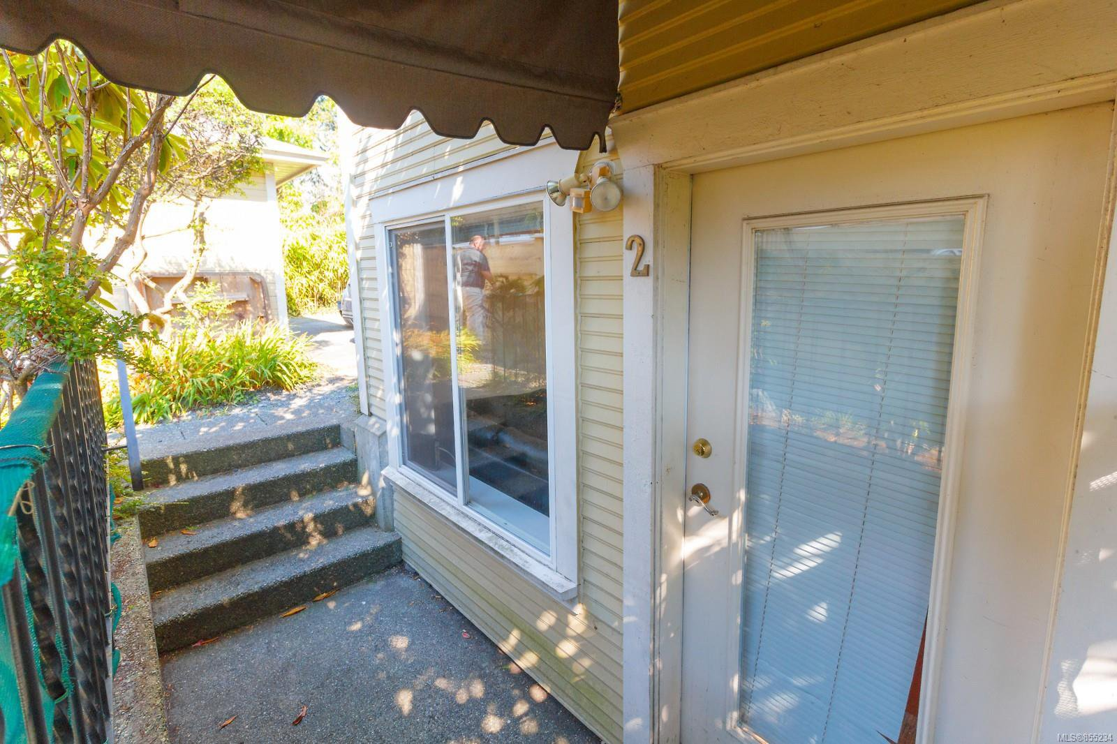 Main Photo: 2 1120 Richardson St in : Vi Fairfield West Condo for sale (Victoria)  : MLS®# 855234