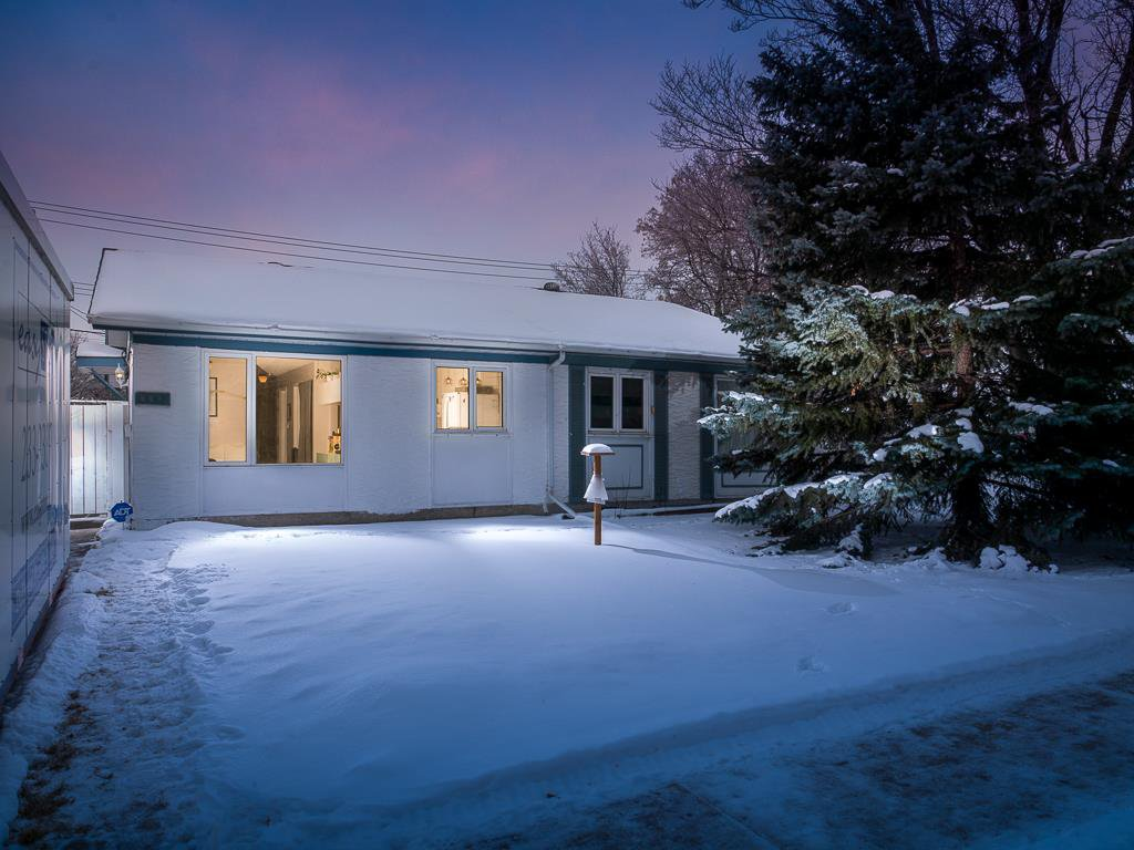 Main Photo: 302 Dowling Avenue in Winnipeg: East Transcona Residential for sale (3M)  : MLS®# 202100385