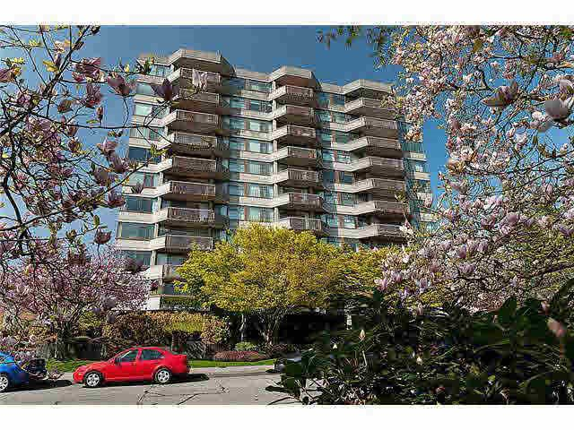 "Main Photo: 303 2445 W 3RD Avenue in Vancouver: Kitsilano Condo for sale in ""CARRIAGE HOUSE"" (Vancouver West)  : MLS®# R2420207"