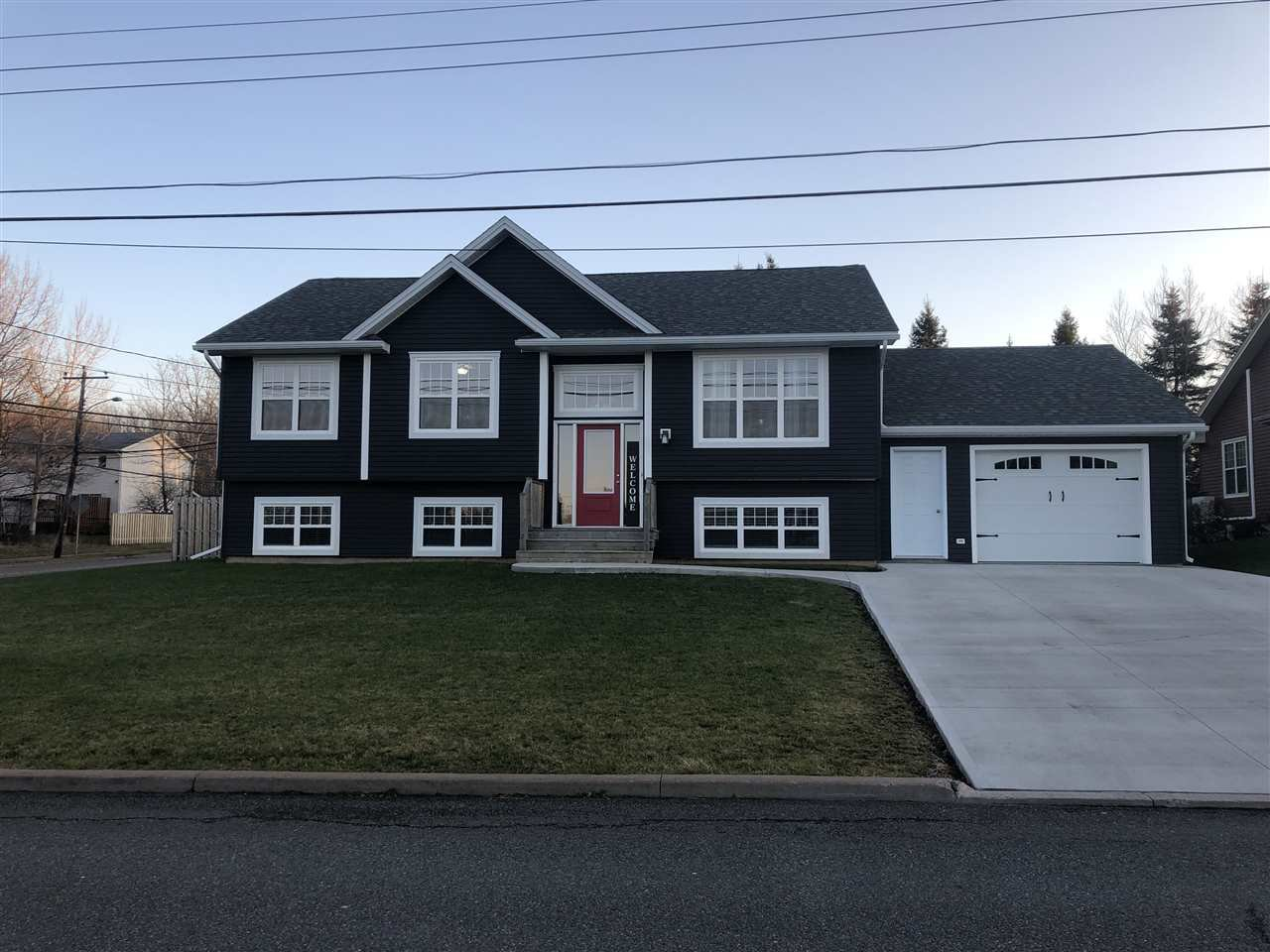 Main Photo: 2 Parkview Drive in New Glasgow: 106-New Glasgow, Stellarton Residential for sale (Northern Region)  : MLS®# 201927397