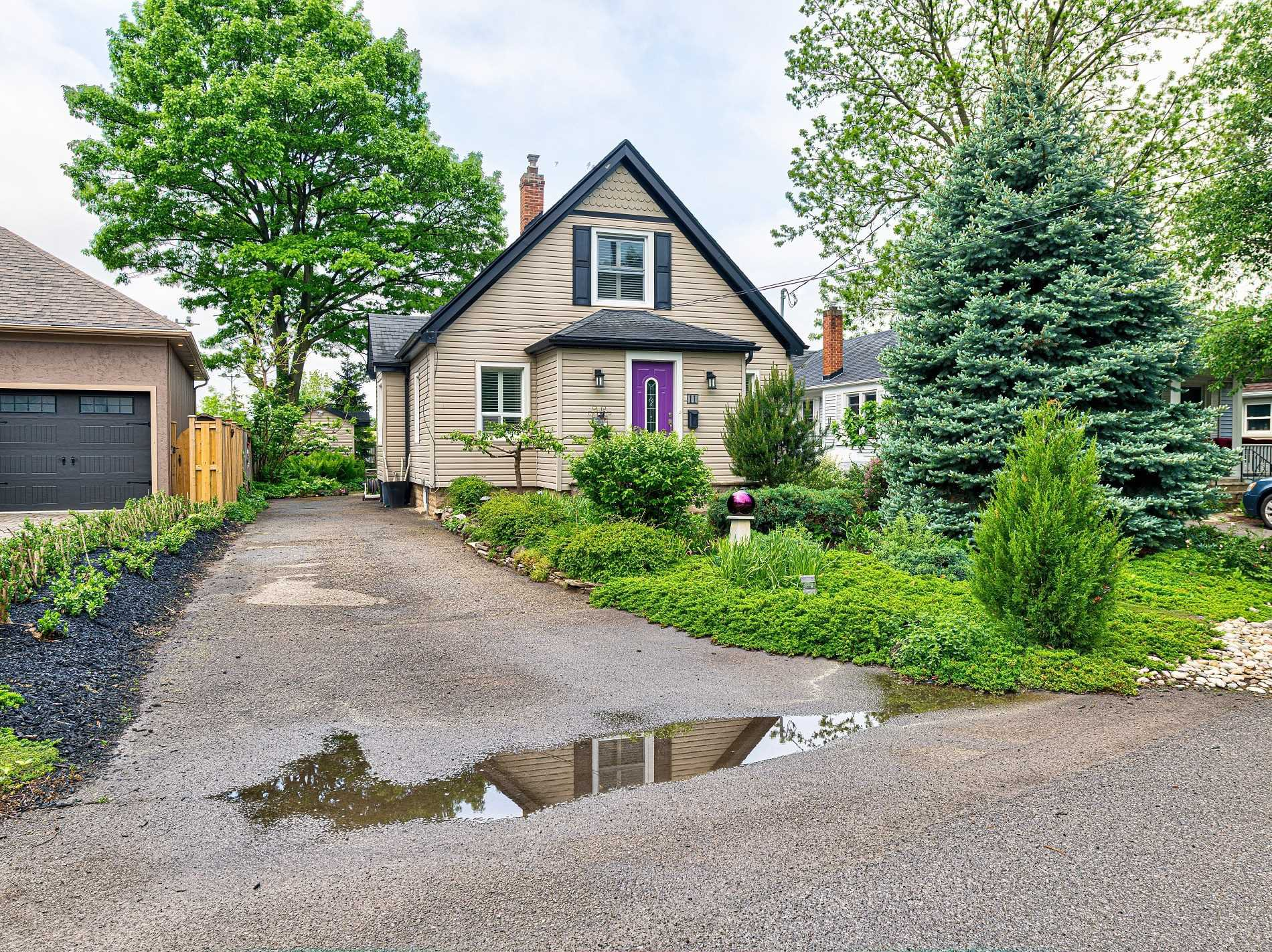 Main Photo: 11 Verdun Avenue in St. Catharines: House (2-Storey) for sale : MLS®# X4777467