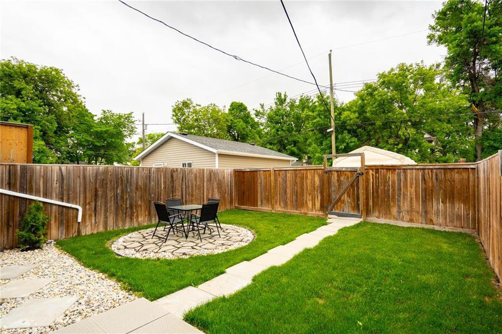 Photo 26: Photos: 327 Bannerman Avenue in Winnipeg: North End Residential for sale (4C)  : MLS®# 202013258