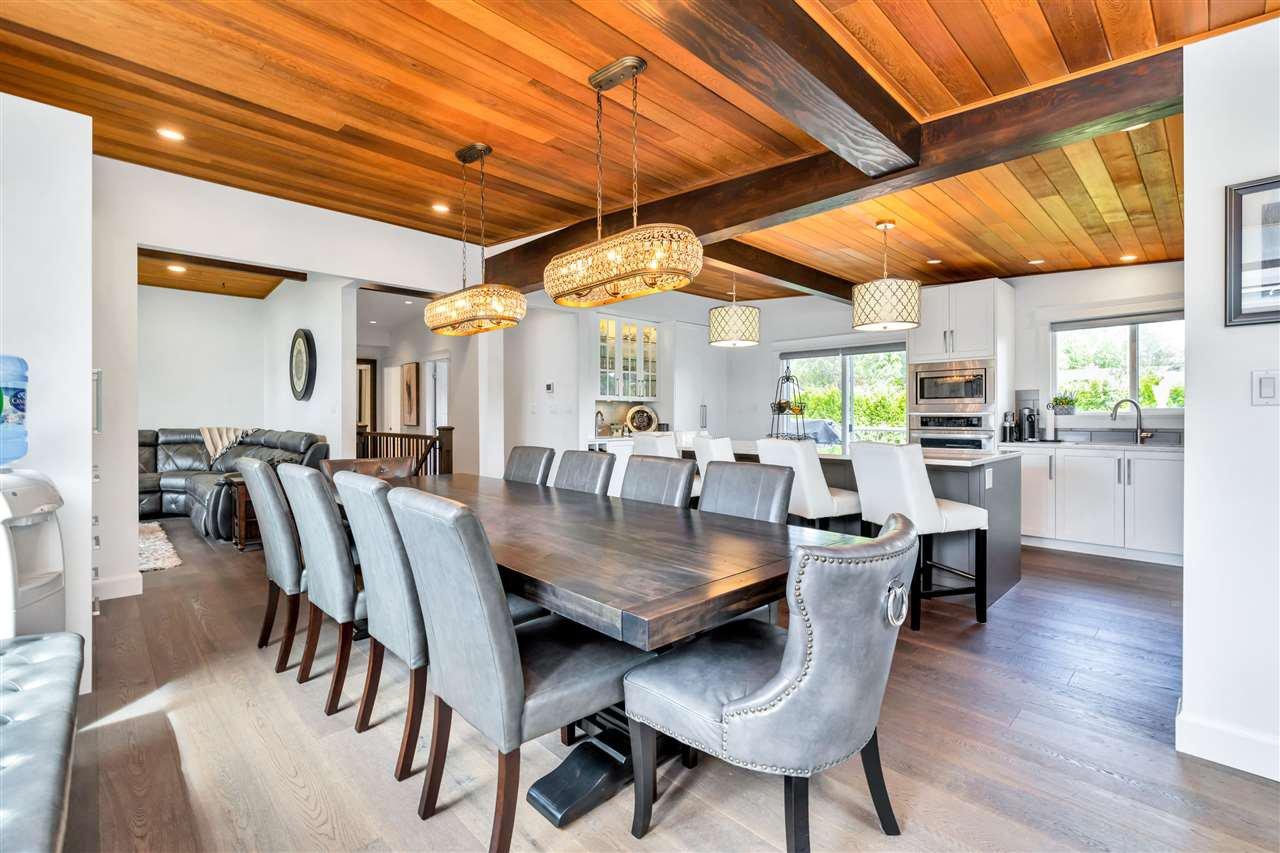 Main Photo: 400 ENGLISH BLUFF Road in Delta: Pebble Hill House for sale (Tsawwassen)  : MLS®# R2459377