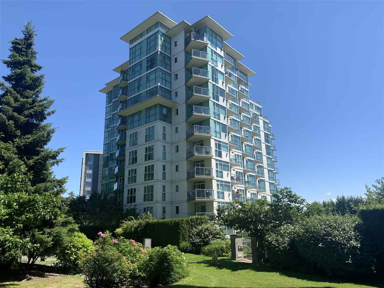 """Main Photo: 810 2763 CHANDLERY Place in Vancouver: South Marine Condo for sale in """"RIVER DANCE"""" (Vancouver East)  : MLS®# R2469769"""