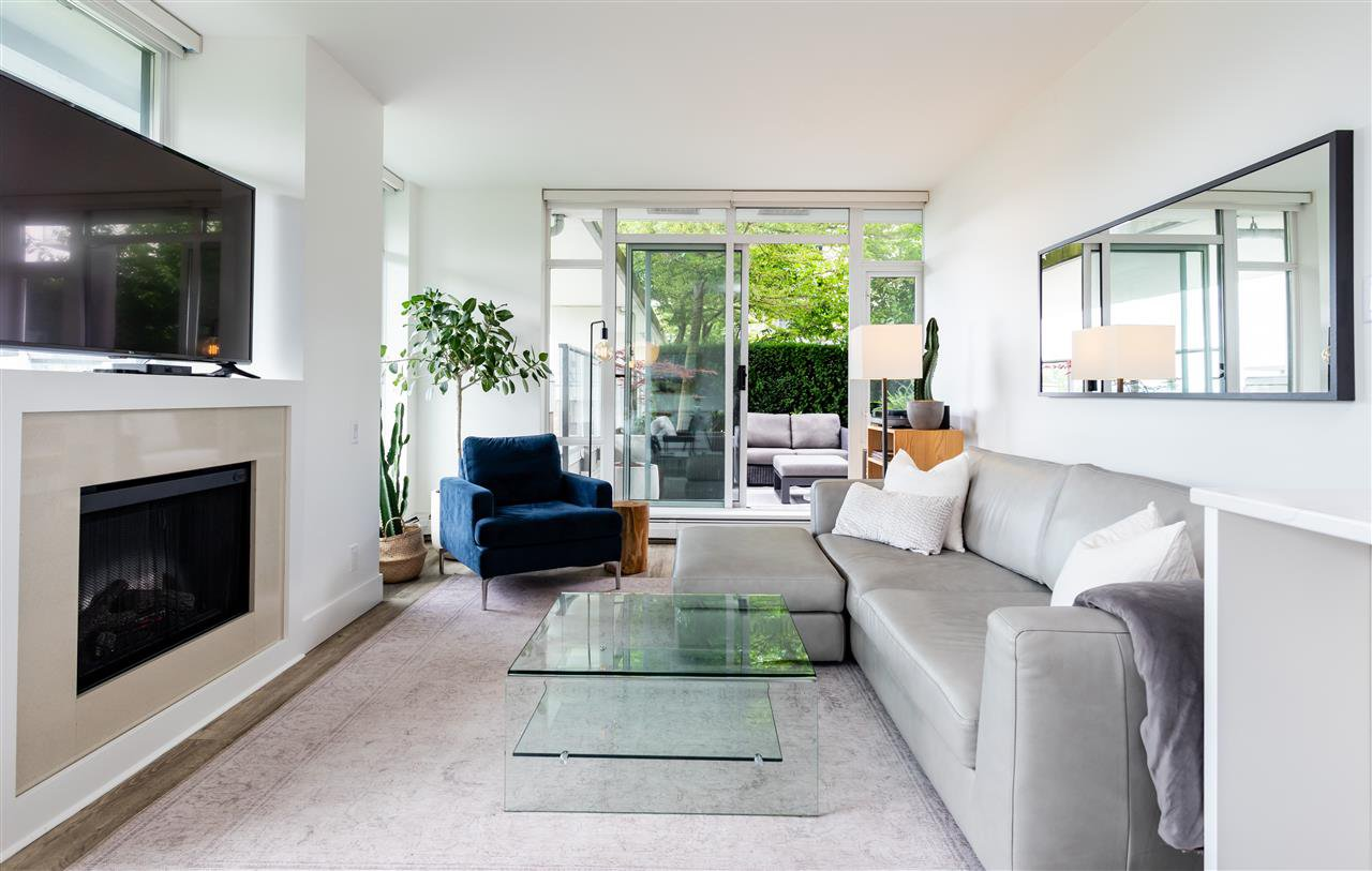 """Main Photo: 306 158 W 13TH Street in North Vancouver: Central Lonsdale Condo for sale in """"Vista Place"""" : MLS®# R2473450"""