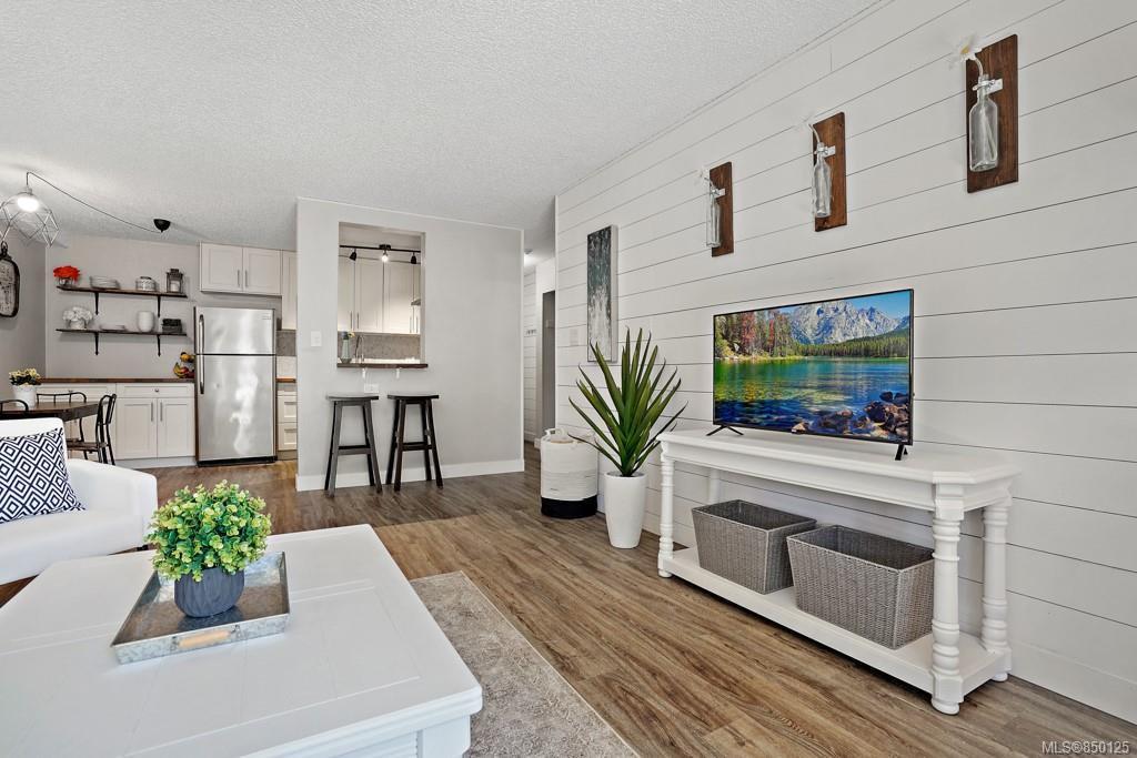 Main Photo: 6 3225 Eldon Pl in : SW Rudd Park Condo for sale (Saanich West)  : MLS®# 850125