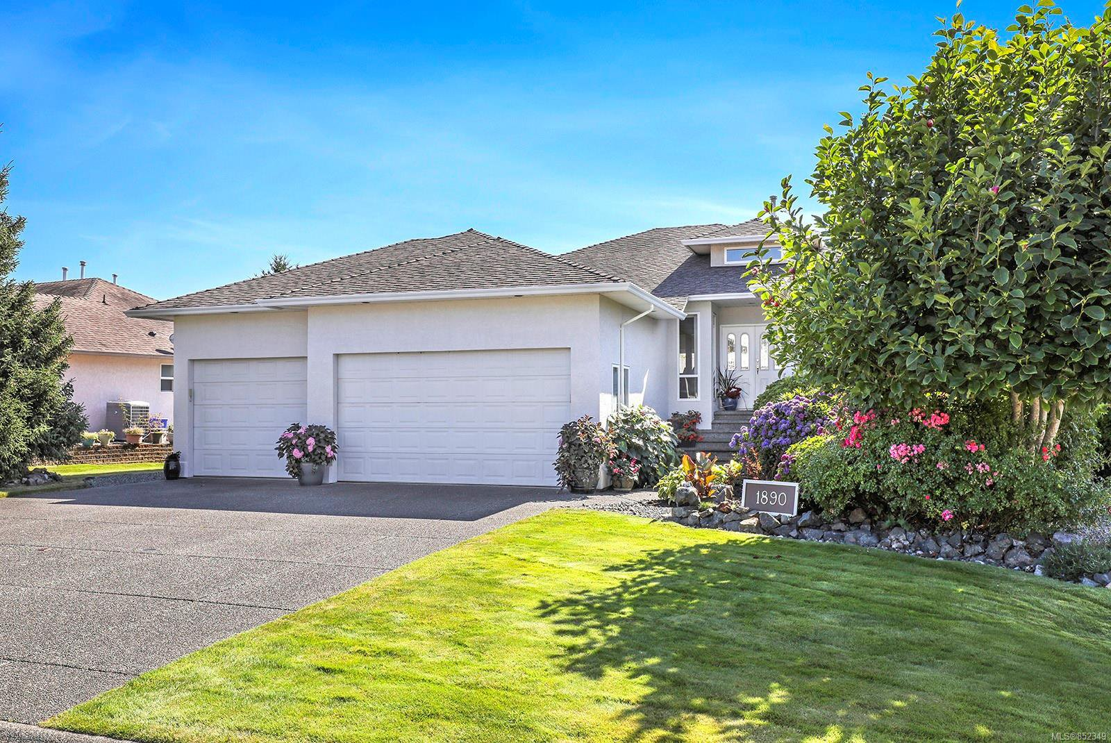 Main Photo: 1890 Mallard Dr in : CV Courtenay East House for sale (Comox Valley)  : MLS®# 852349