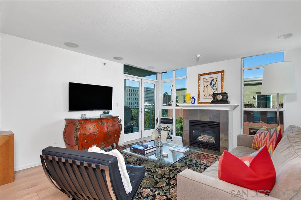 Main Photo: DOWNTOWN Condo for sale : 2 bedrooms : 850 Beech St #615 in San Diego