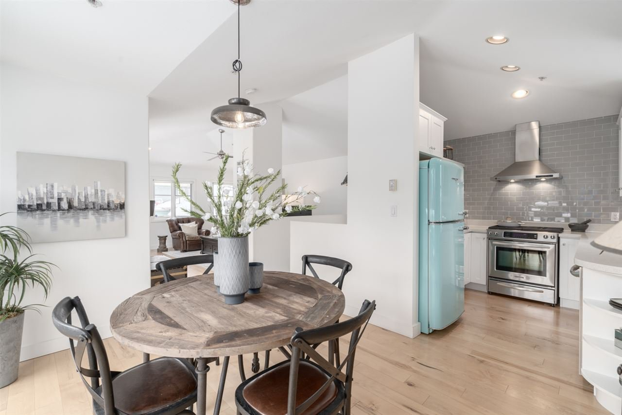 Main Photo: 338 W 12TH Avenue in Vancouver: Mount Pleasant VW Townhouse for sale (Vancouver West)  : MLS®# R2428999