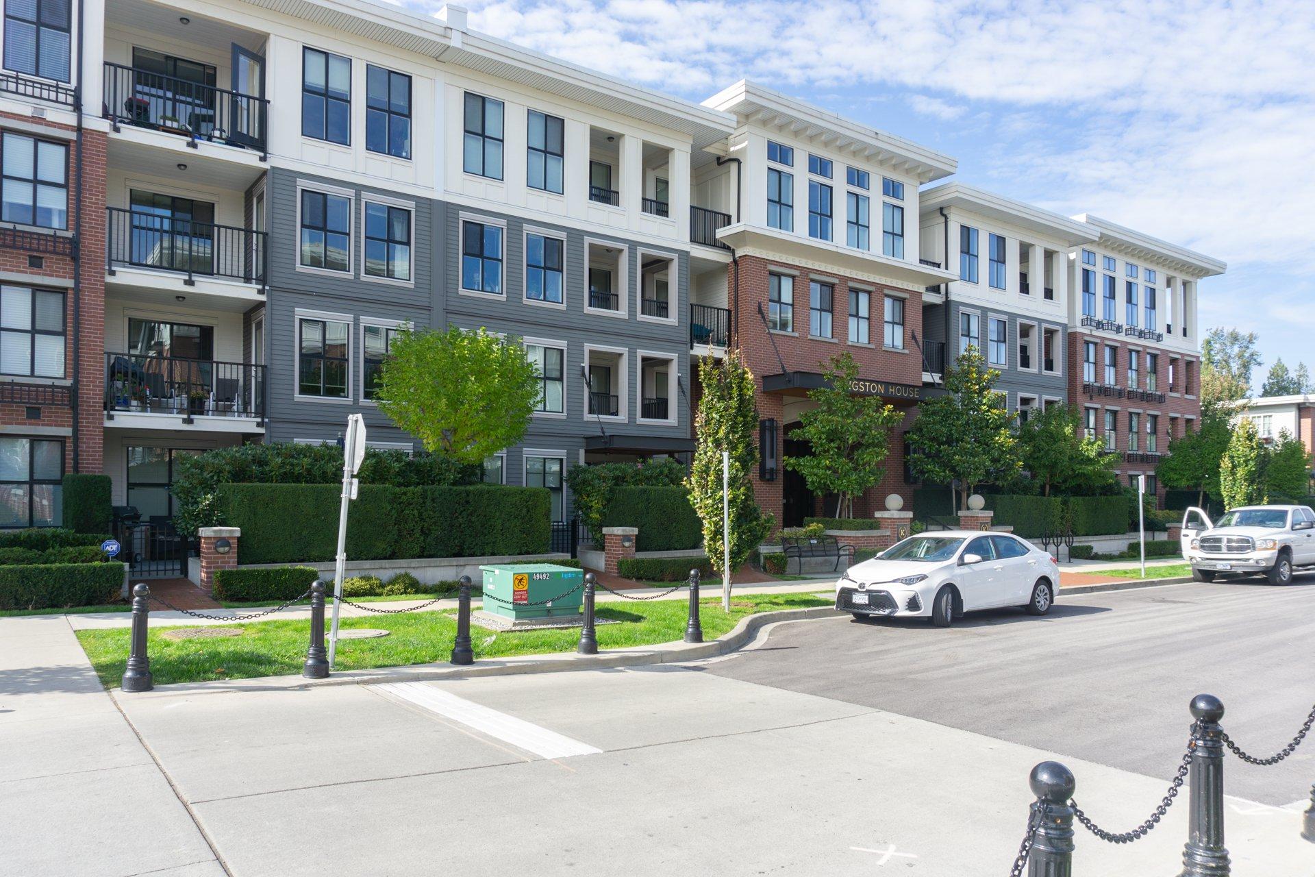 Main Photo: 205 3323 151 Street in Surrey: Morgan Creek Condo for sale (South Surrey White Rock)  : MLS®# R2409291