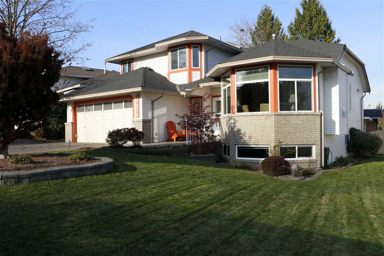 Beautiful family home located in a quiet, established neighbourhood near to all.