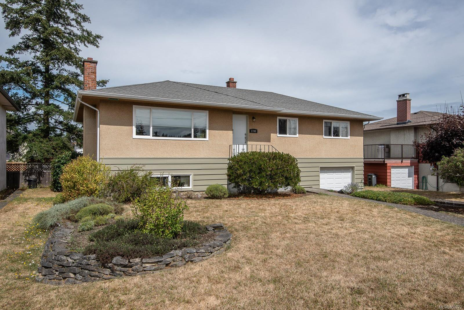 Main Photo: 1700 Sheridan Ave in : SE Mt Tolmie House for sale (Saanich East)  : MLS®# 853772