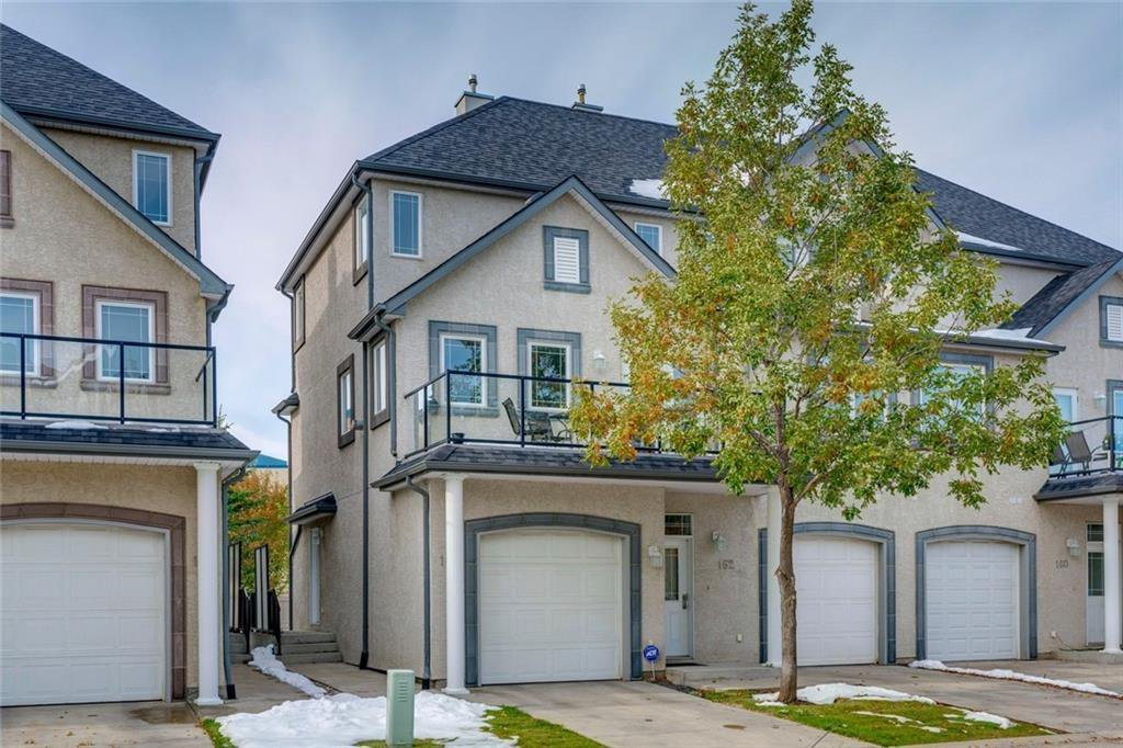 Main Photo: 164 SIMCOE Place SW in Calgary: Signal Hill Row/Townhouse for sale : MLS®# C4271503